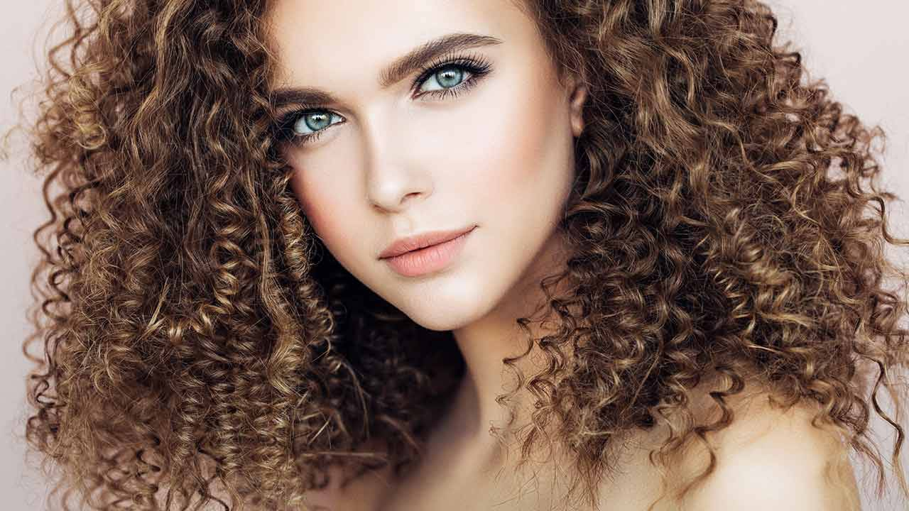 18 Hair Color Ideas for Curly Hair   L'Oréal Paris